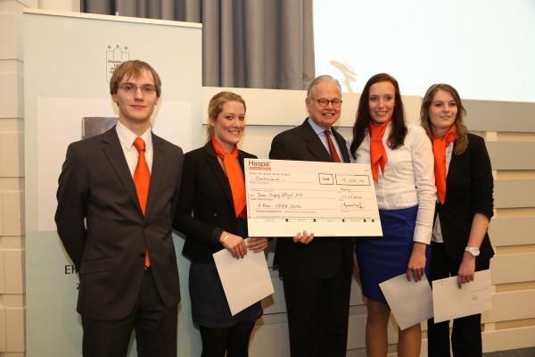 Scheckübergabe - 1.000 Euro für den dritten Platz